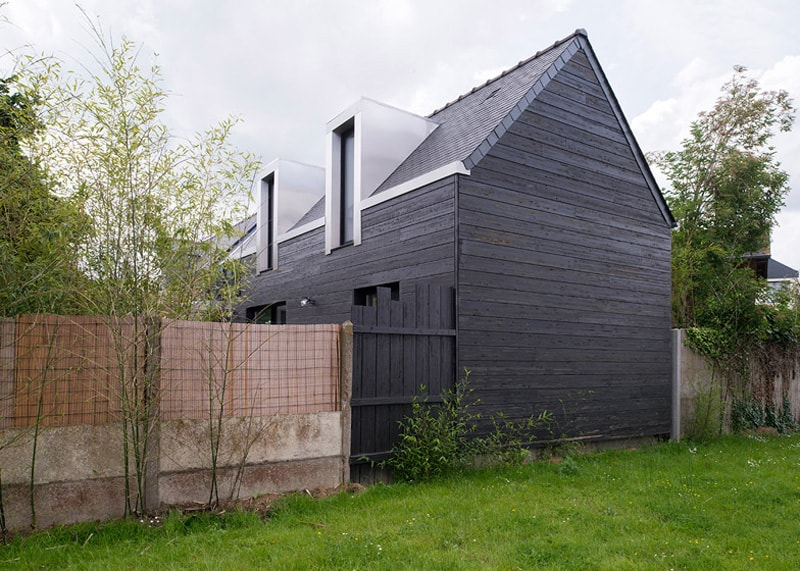 a house for two sisters house between the two extension by cl ment bacle. Black Bedroom Furniture Sets. Home Design Ideas