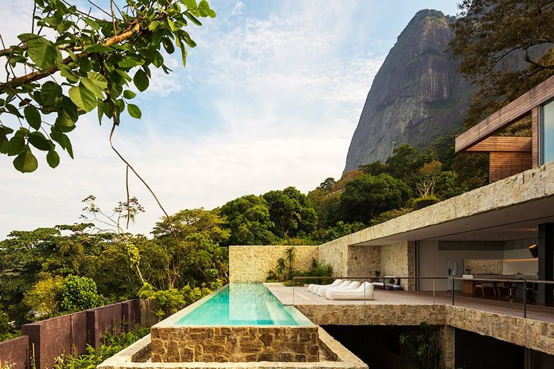 Luxury-Villa-in-Brazil-by-Studio-Arthur-Casas-designrulz-7