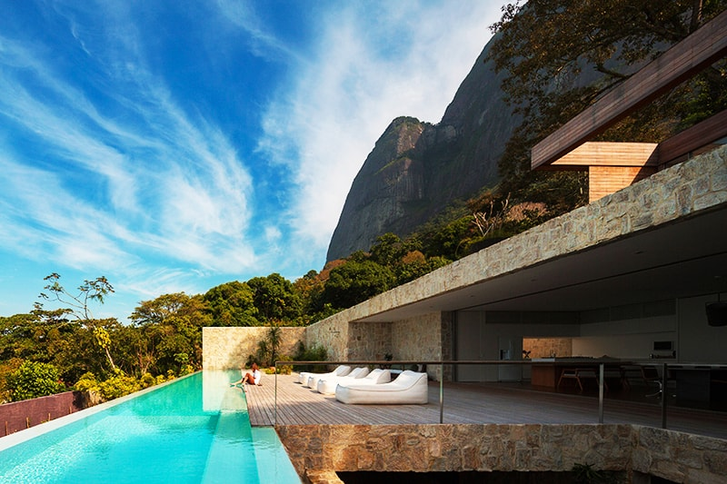 Luxury-Villa-in-Brazil-by-Studio-Arthur-Casas-designrulz-8