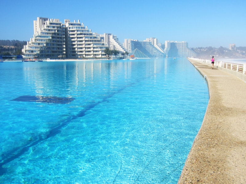 10 most beautiful swimming pools you have ever seen for Most amazing swimming pools in the world