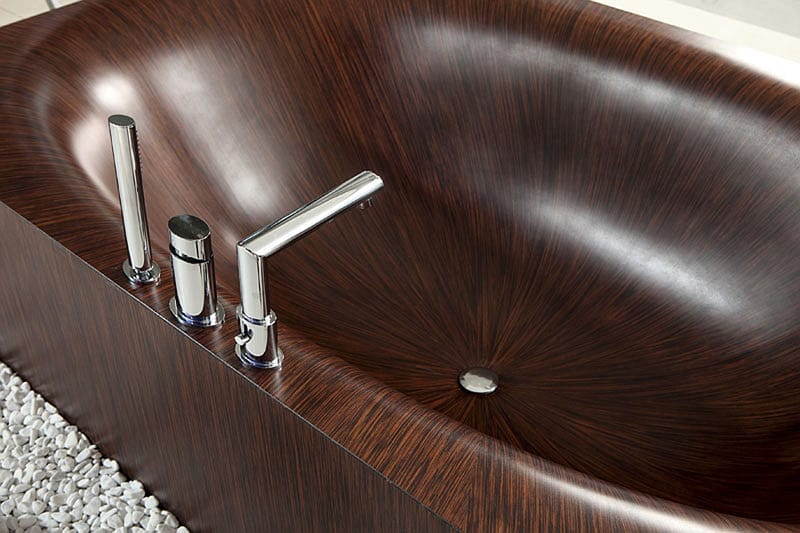 Wooden-bathrubs-with-intricate-details