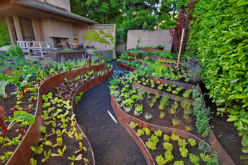 How to turn a steep backyard into a terraced garden for Bordure jardin acier corten
