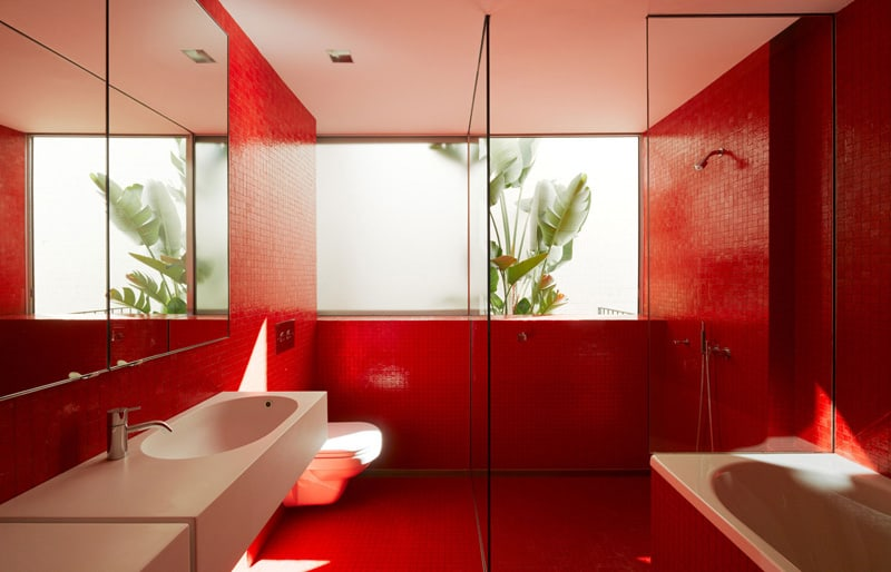 red-bathroom-design-ideas designrulz (10)