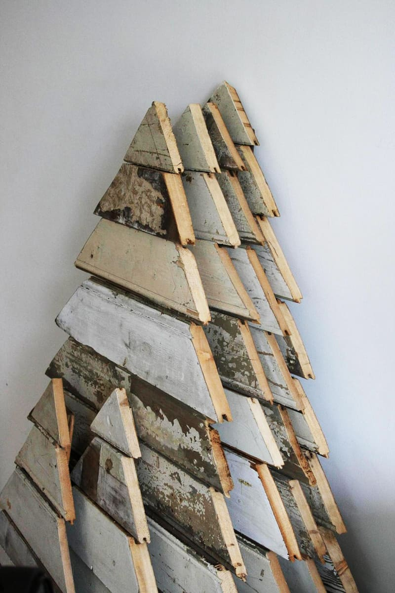 25 ideas of how to make a wood pallet christmas tree Christmas trees made out of wood