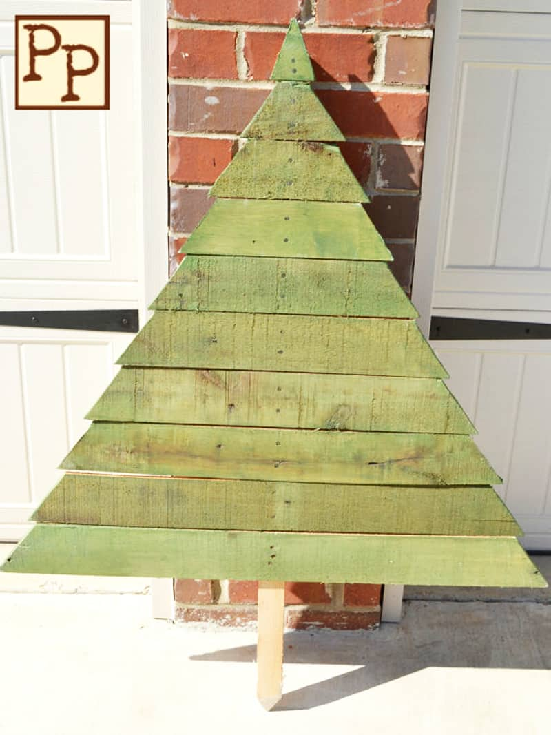christmas pallets tree designrulz 6