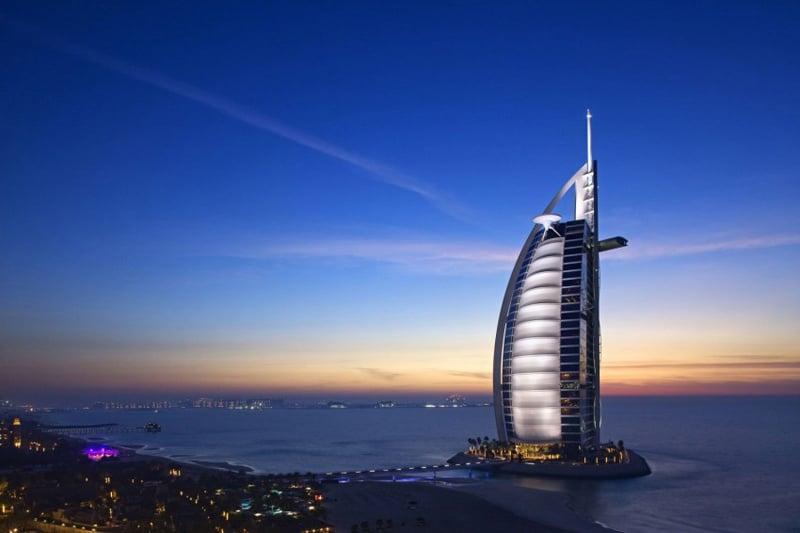 The Burj Al Arab A Sumptuous Hotel In Dubai United Arab
