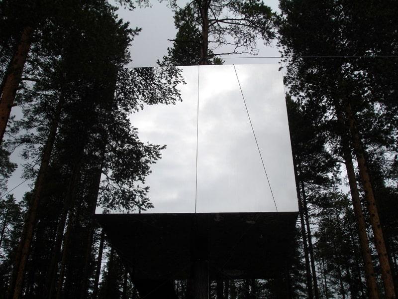 1 Mirror-Treehouse-In-Sweden-1 (6)