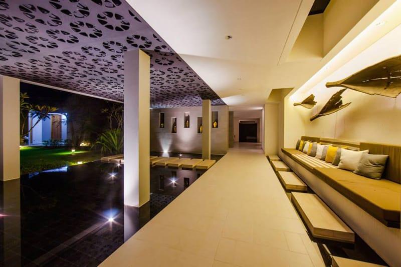 Villa sawarin a perfect symbiosis of a contemporary and for Thai style interior design