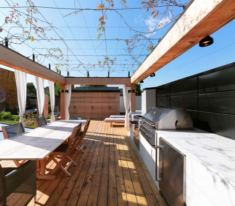 White-Canvas-On-A-Green-Roof-designrulz (17)