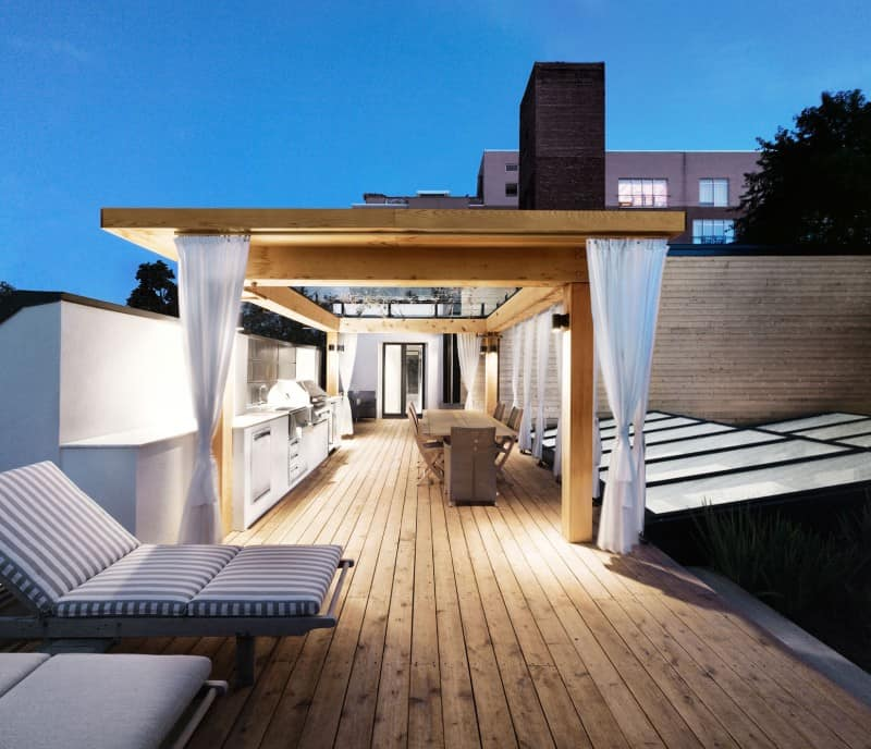 White-Canvas-On-A-Green-Roof-designrulz (3)
