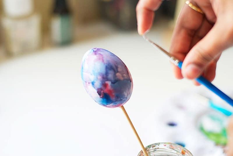 diy-galaxy-painting-on-easter-egg_designrulz (8)