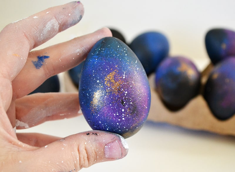 how-to-make-galaxy-easter-eggs_DR (1)
