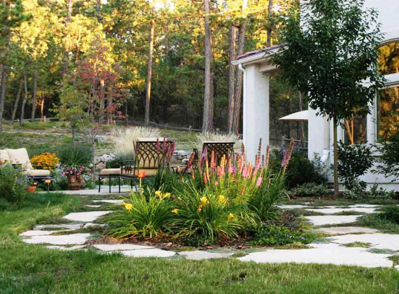 20 cheap landscaping ideas for backyard - Small backyard landscape designs ...