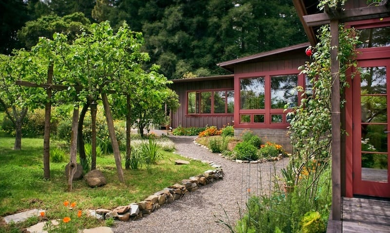 20 Cheap Landscaping Ideas For Backyard on Affordable Backyard Landscaping Ideas id=23511