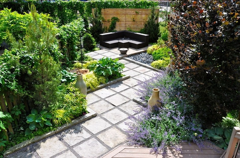 20 cheap landscaping ideas for backyard for Small backyard ideas