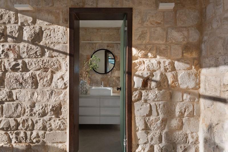 Stone-House-Conversion-designrulz (18)