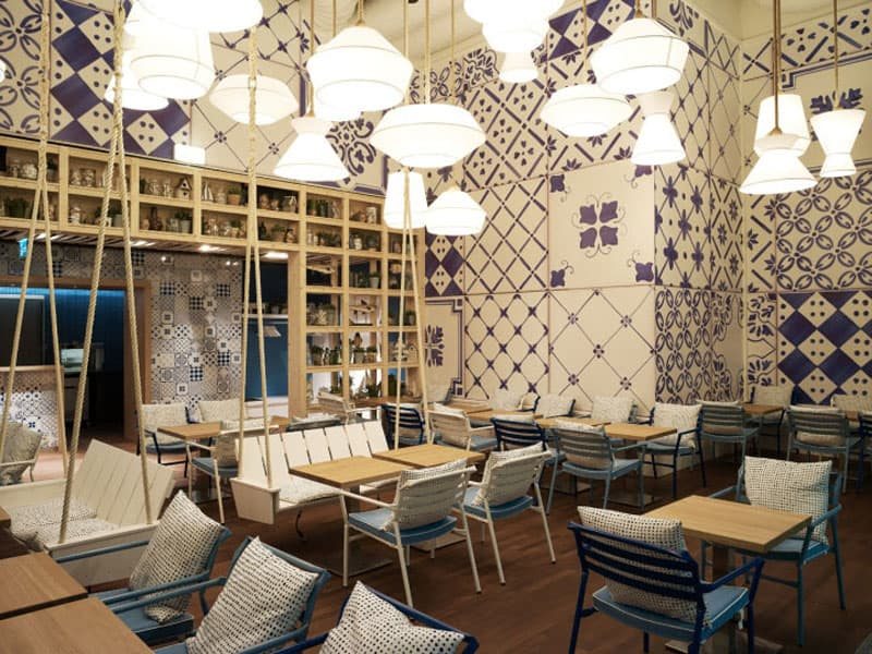 Examples of restaurant interior designs with oriental touch
