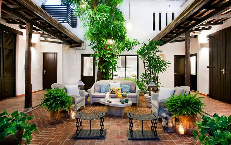Experience The Timeless Romance Amid Modern Luxury Casas