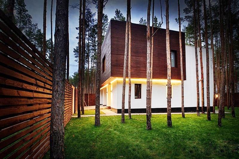 """Cube-House-designrulz-cover """"height ="""" 534 """"width ="""" 800 """"srcset = """"https://cdn.designrulz.com/wp-content/uploads/2015/10/Cube-House-designrulz-cover.jpg 800w, https://cdn.designrulz.com/wp-content/uploads/2015/ 10 / Cube-House-designrulz-cover-358x239.jpg 358w, https://cdn.designrulz.com/wp-content/uploads/2015/10/Cube-House-designrulz-cover-728x485.jpg 728w, https: //cdn.designrulz.com/wp-content/uploads/2015/10/Cube-House-designrulz-cover-757x505.jpg 757w """"size ="""" (max-width: 800px) 100vw, 800px """"/> </source></source></picture></p> <p> Một căn phòng rộng rãi, nơi các thành viên trong gia đình cùng nhau thống trị trong kế hoạch sàn. Không gian trung tâm rộng lớn này được thiết kế để gia đình của chủ sở hữu có thể tụ tập để nấu ăn, đọc, đi chơi, ăn uống và tận hưởng công ty của nhau. nhà của một gia đình năm thành viên. Nó nằm ở Bucha, Kiev, Ukraine. kiến trúc sư đã thực hiện một công việc tuyệt vời bảo tồn cây xanh ngoài trời tuyệt vời bao quanh, đồng thời kết nối bên ngoài và bên trong với các cửa sổ lớn được định vị cẩn thận. Nhà có 360 mét vuông, chia làm hai tầng, gara trên hai ô tô; phòng khách, phòng ăn, 1 phòng ngủ, 2 phòng trẻ em, 2 phòng tắm. Theo các kiến trúc sư, các vật liệu mới được đề xuất bao gồm bê tông và gỗ lộ ra màu xám và trắng với gỗ óc chó. Các bảng màu của ngôi nhà là người Hoa gồm các tông màu trung tính như xám nhạt ấm và trắng hàu, để tạo sự nổi bật cho đồ nội thất, các kiến trúc sư cho biết. </p> <p><picture class="""