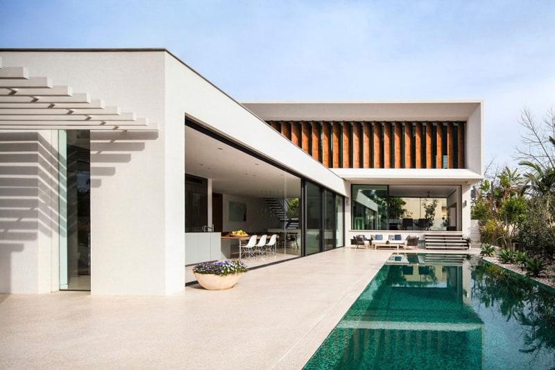 TV House A Modern Family House in Tel Aviv, Israel-designrulz (6)