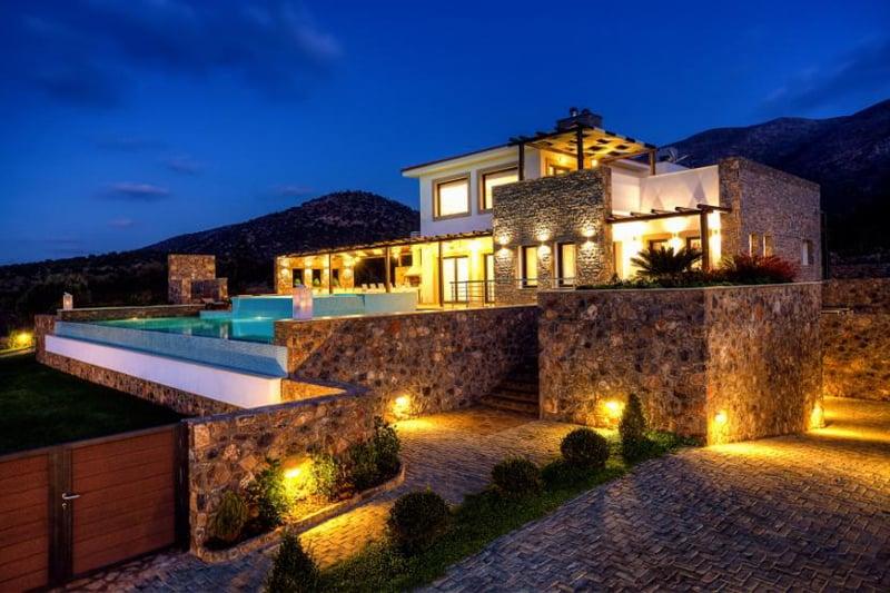 Luxury villa in crete with panoramic views of the sea for Design hotel kreta