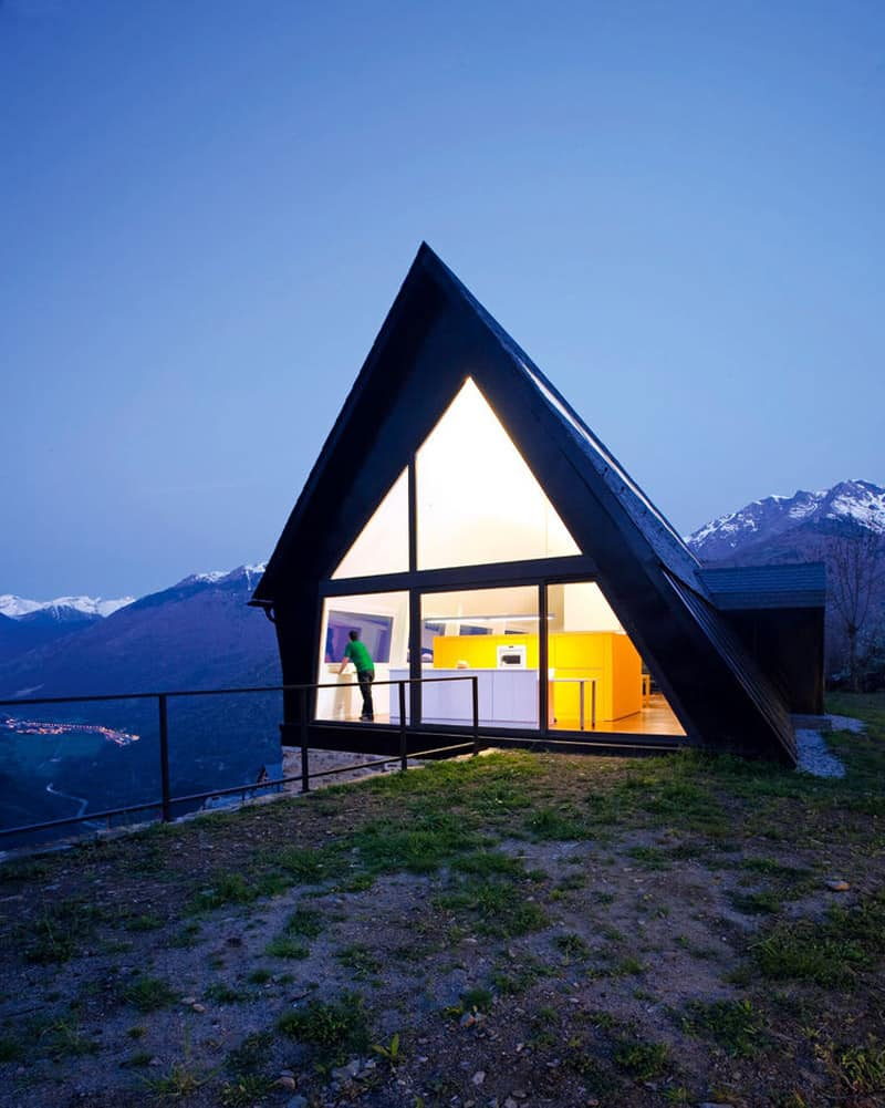 30 amazing tiny a frame houses that you 39 ll actually want for Modern a frame house
