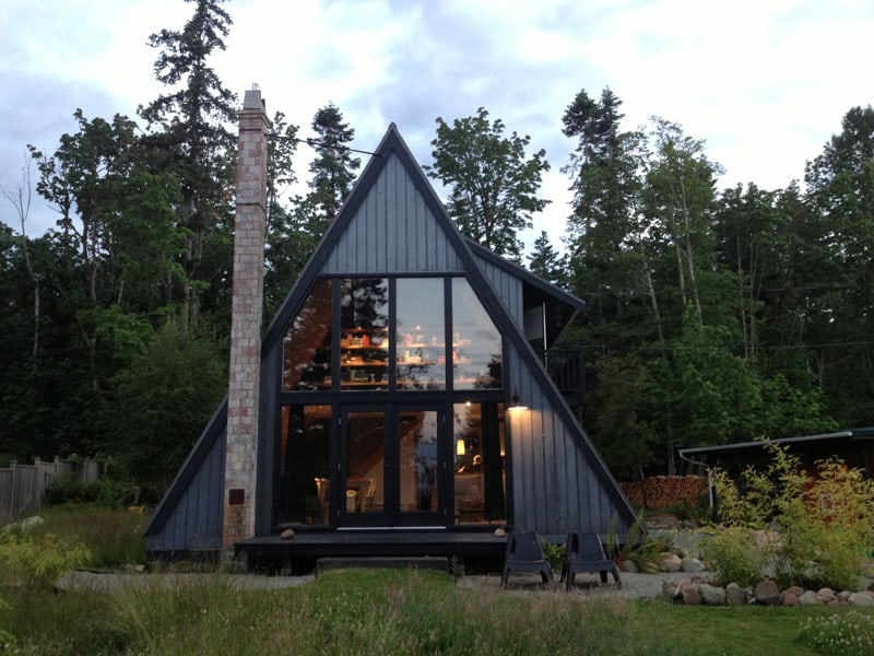 30 amazing tiny a frame houses that you 39 ll actually want for A frame home designs