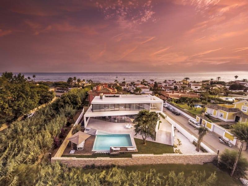 Cool beachfront villa with geometric architecture 3