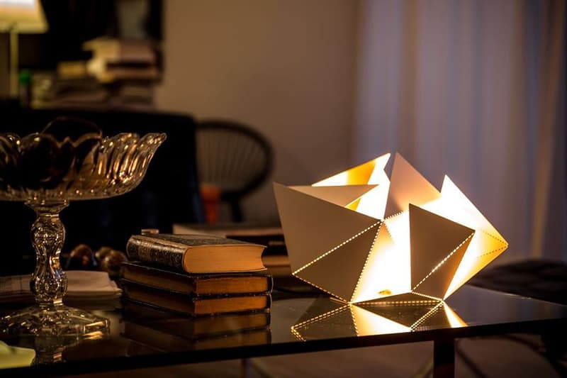 Origami-Inspired-Folding-Lamp-By-Thomas-Hick-designrulz (5)