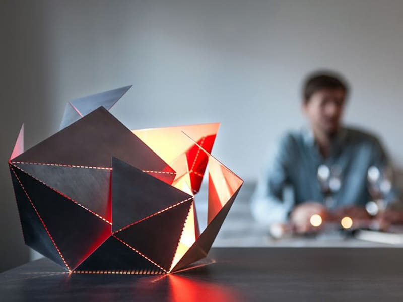 Origami-Inspired-Folding-Lamp-By-Thomas-Hick-designrulz (8)