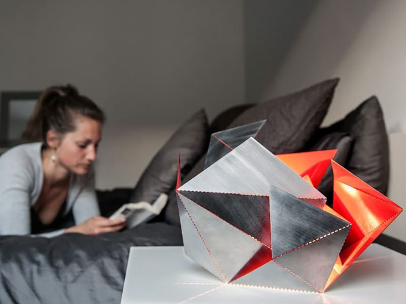 Origami-Inspired-Folding-Lamp-By-Thomas-Hick-designrulz (9)