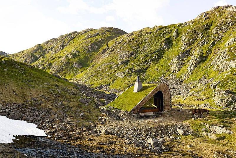 hunting-lodge-surrounding-camp