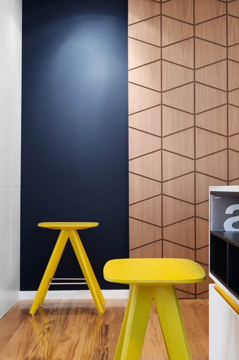 apartment-with-modern-geometric-accents-designrulz (14)