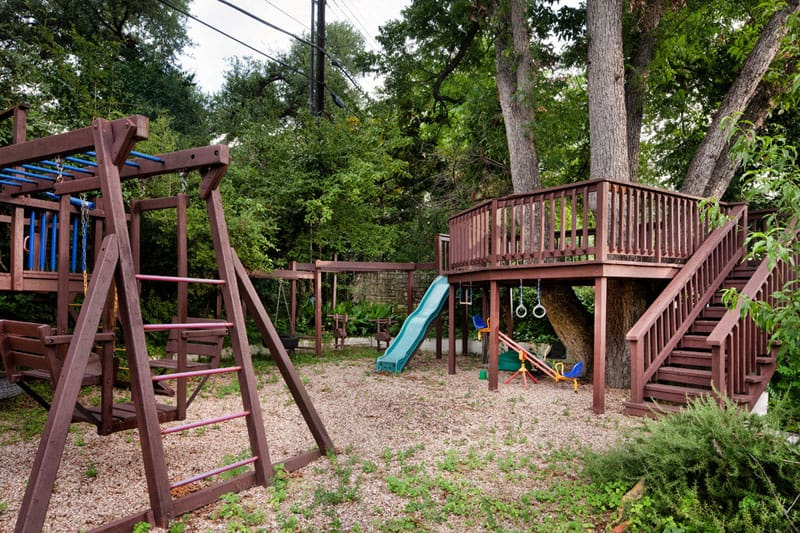 Backyard playground and swing sets ideas backyard play for Diy play structure