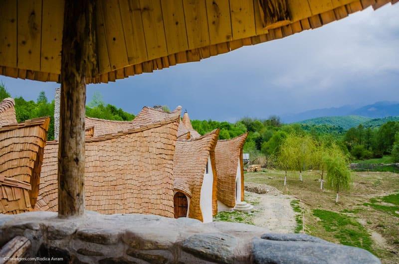 romanian-fairy-tale-lodge-designrulz (10)