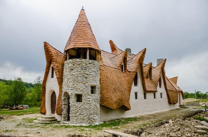 romanian-fairy-tale-lodge-designrulz (16)