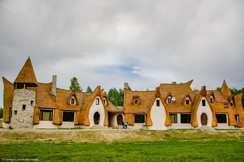 romanian-fairy-tale-lodge-designrulz (5)