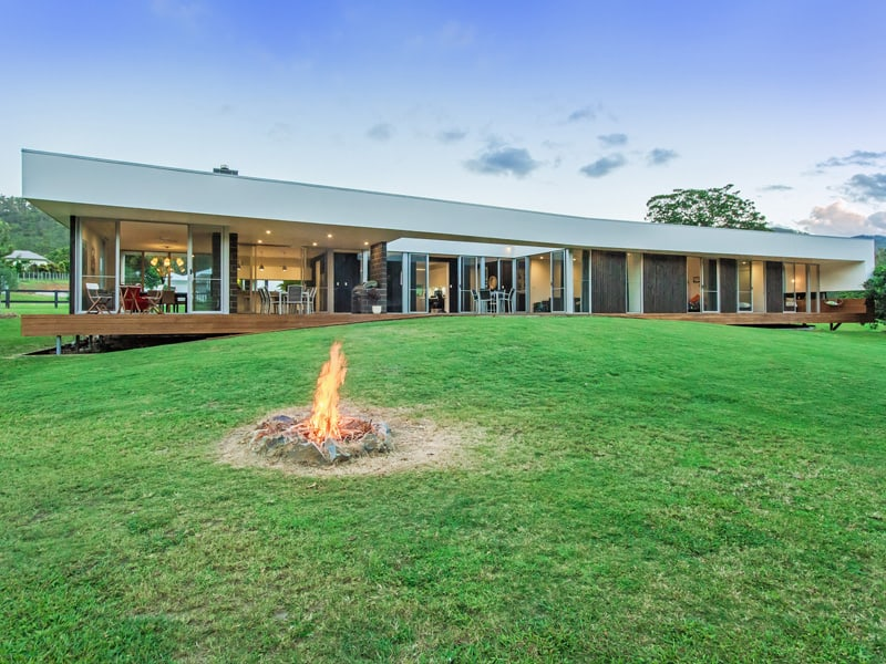 Modern solar powered home in australia by jamison architect for Solar powered home designs