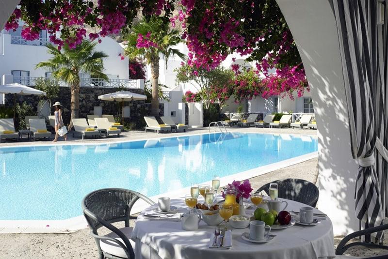 kastelli resort-designrulz (8) [19659004] Chào mừng bạn đến với <strong> Khu nghỉ dưỡng Santorini Kastelli </strong>một khách sạn năm sao ở dưới chân đồi cổ Thira! </h3> <p> Chỉ cách bãi cát núi lửa đen của bãi biển Kamari nổi tiếng một cách ngoạn mục Khu nghỉ dưỡng sang trọng ở Santorini gói gọn một cách độc đáo trải nghiệm đảo biển, hứa hẹn một kỳ nghỉ vui vẻ, thư giãn, riêng tư và thoải mái khó quên. </p> <p> Khách sạn cung cấp một sự kết hợp độc đáo của kiến trúc Cycladic đẹp, không gian làm vườn mở, gần các địa điểm thú vị của Santorini, khu nghỉ mát đầy đủ tiện nghi ities, và chất lượng dịch vụ đặc biệt của thương hiệu Khách sạn sang trọng nhỏ của Thế giới. </p> <p> <picture class=