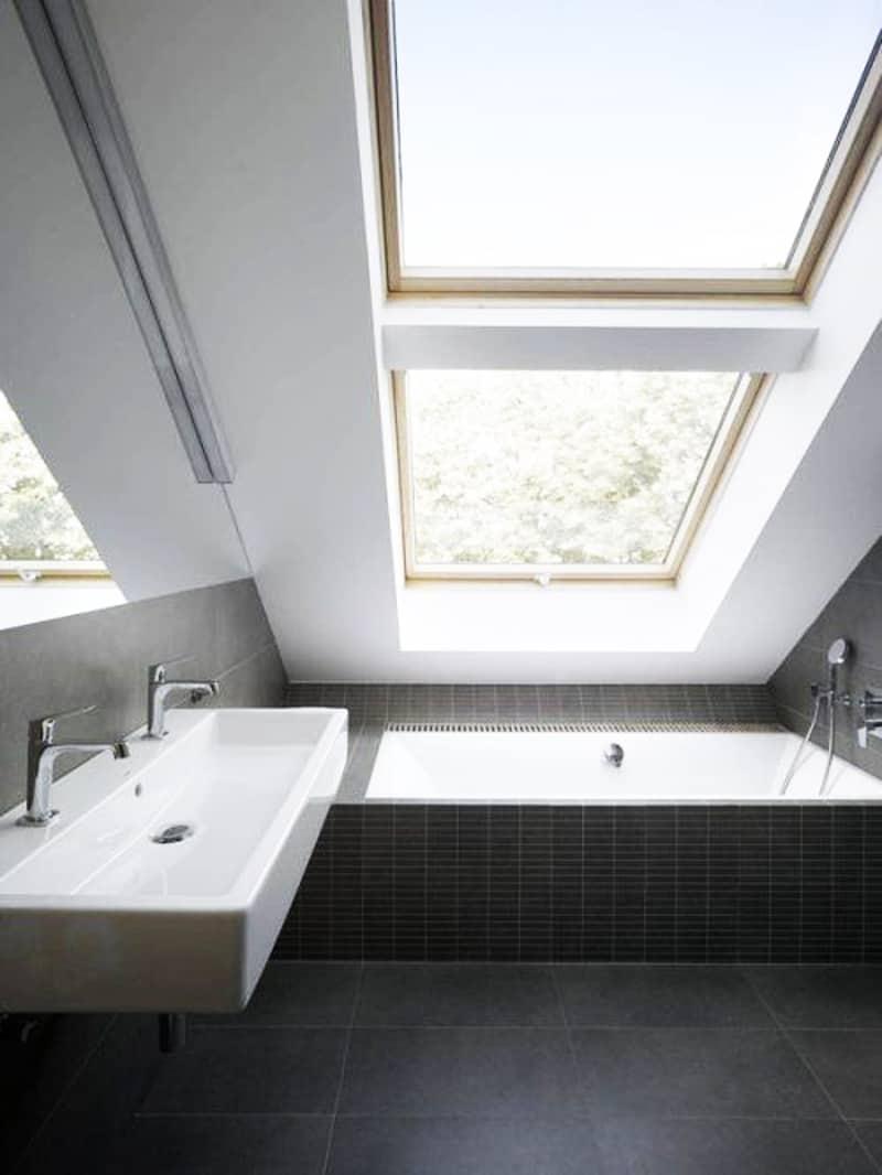 ... Skylight Bathroom Designrulz (5) ...