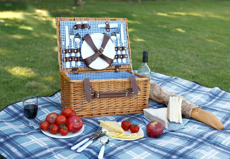 10 Romantic Picnic Baskets That You Can Buy Right Now