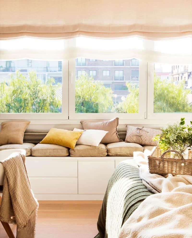 thiết kế căn hộ được xây dựng bởi cửa sổ. Người dân thư giãn chiêm ngưỡng những cái cây hoặc đọc sách ngồi trên những chiếc gối thoải mái. Rèm cửa La Mã hoàn hảo cho kiểu trang trí này. </p> <p><picture class=