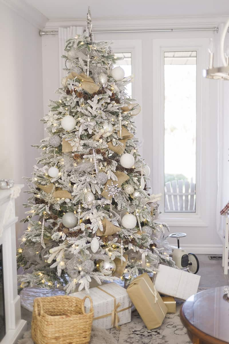 beautiful ideas to deck up your frosted christmas tree