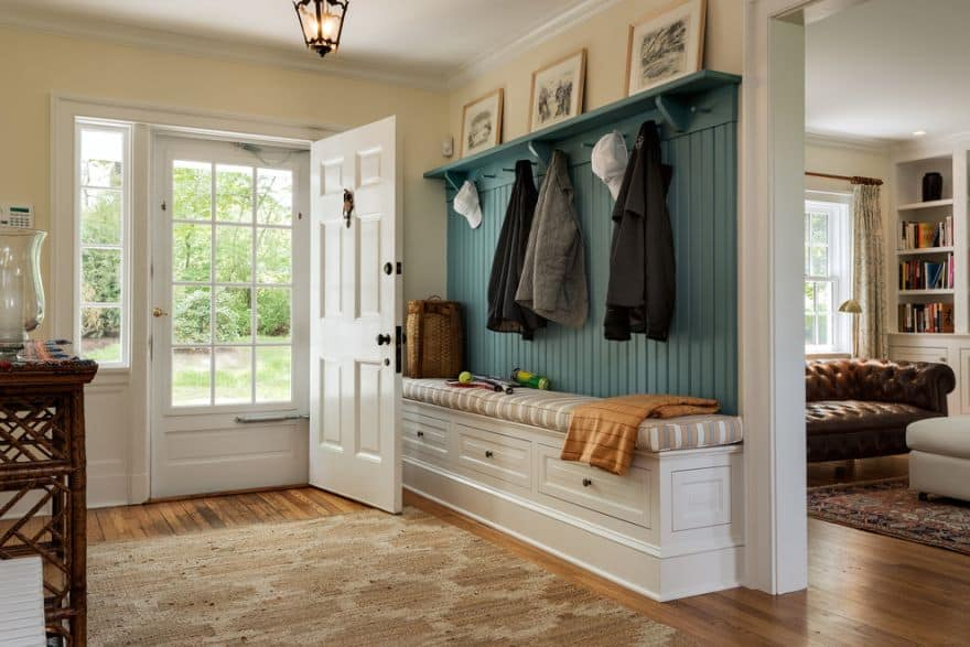 entryway built-in bench