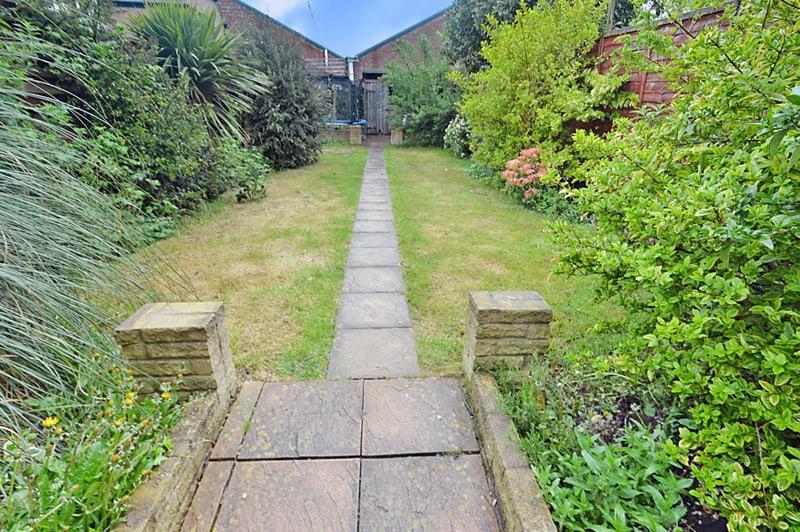 A Dynamic Design for a Garden Passageway