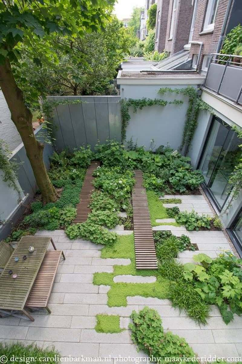 A Dynamic Design for a Garden Passageway