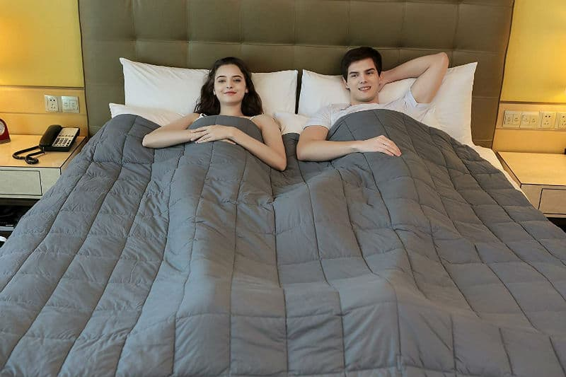 5 Therapeutic Weighted Blankets That You Can Buy Right Now!