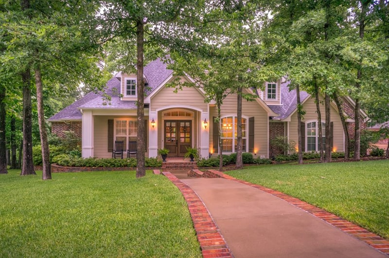Simple Ways to Step Up Your Home's Curb Appeal