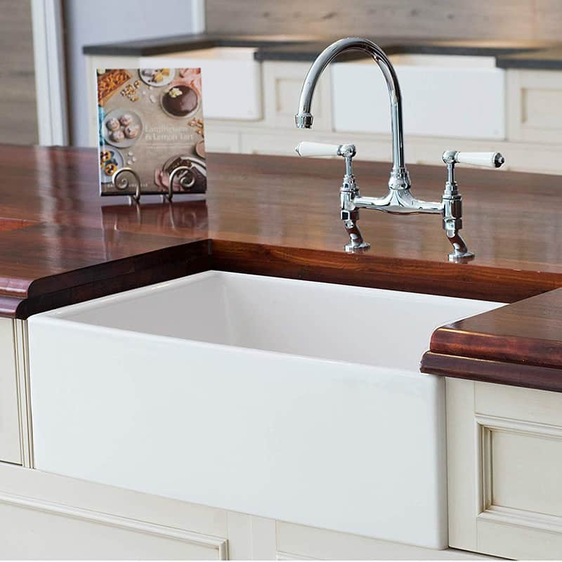 10 farmhouse kitchen sinks that you can buy right now