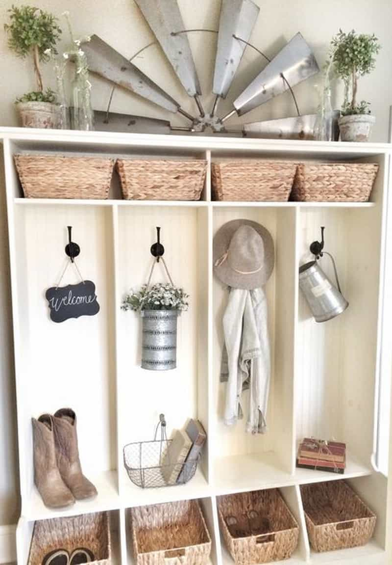 Cute Its vintage look adds personality to the space The dining area feels relaxed and fortable If you love the country look then a fan pletes the d cor